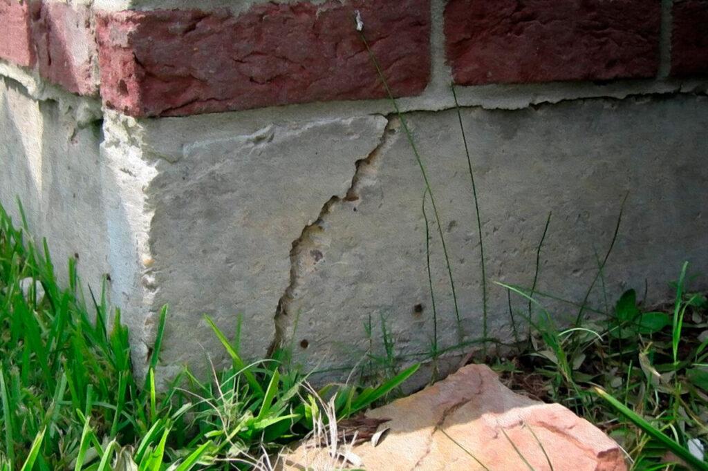 Треснул фундамент, что делать, как восстановить?